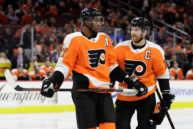 Wanting to be rested for their game Thursday, Wayne Simmonds (left) and Claude Giroux were among the Flyers who paid their own airfare and traveled to Tampa a day ahead of the team.
