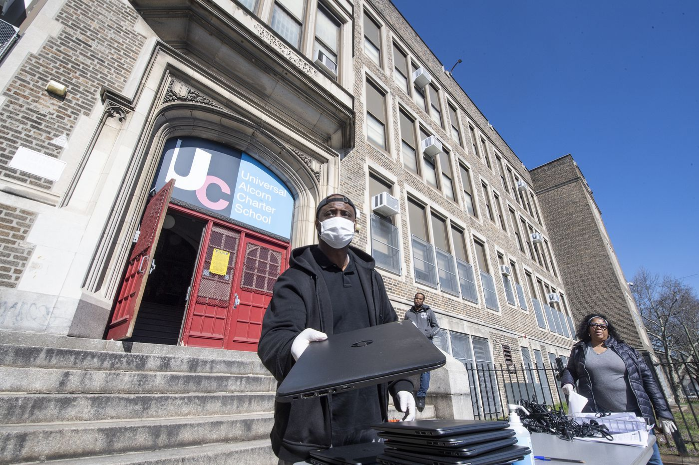 15,000 Philly charter and parochial school students are getting Chromebooks to learn during coronavirus closures