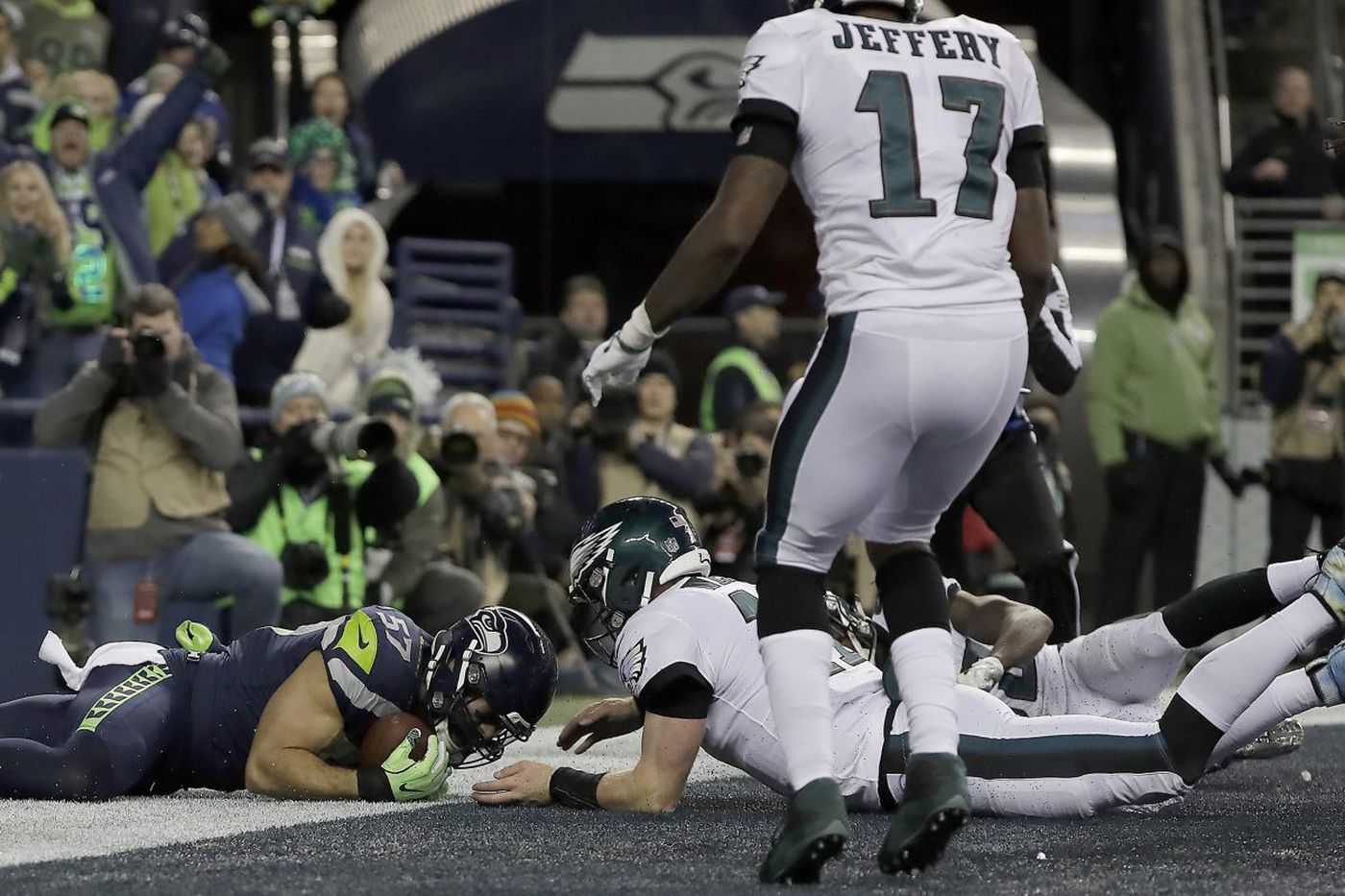 Eagles have concerns this week, but Carson Wentz isn't one of them