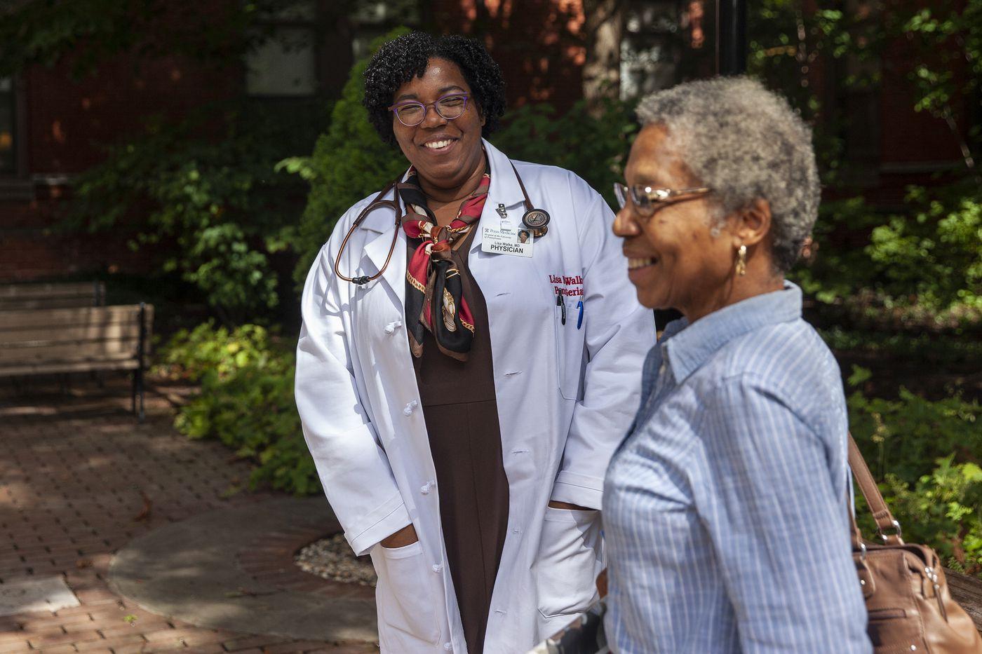 yantasylisaann_lisa walke speaks with patient mary ann lancaster tyler outside