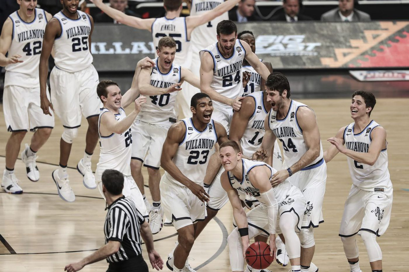 683b3afdb03 Donte DiVincenzo leads Villanova to NCAA championship in 79-62 win over  Michigan
