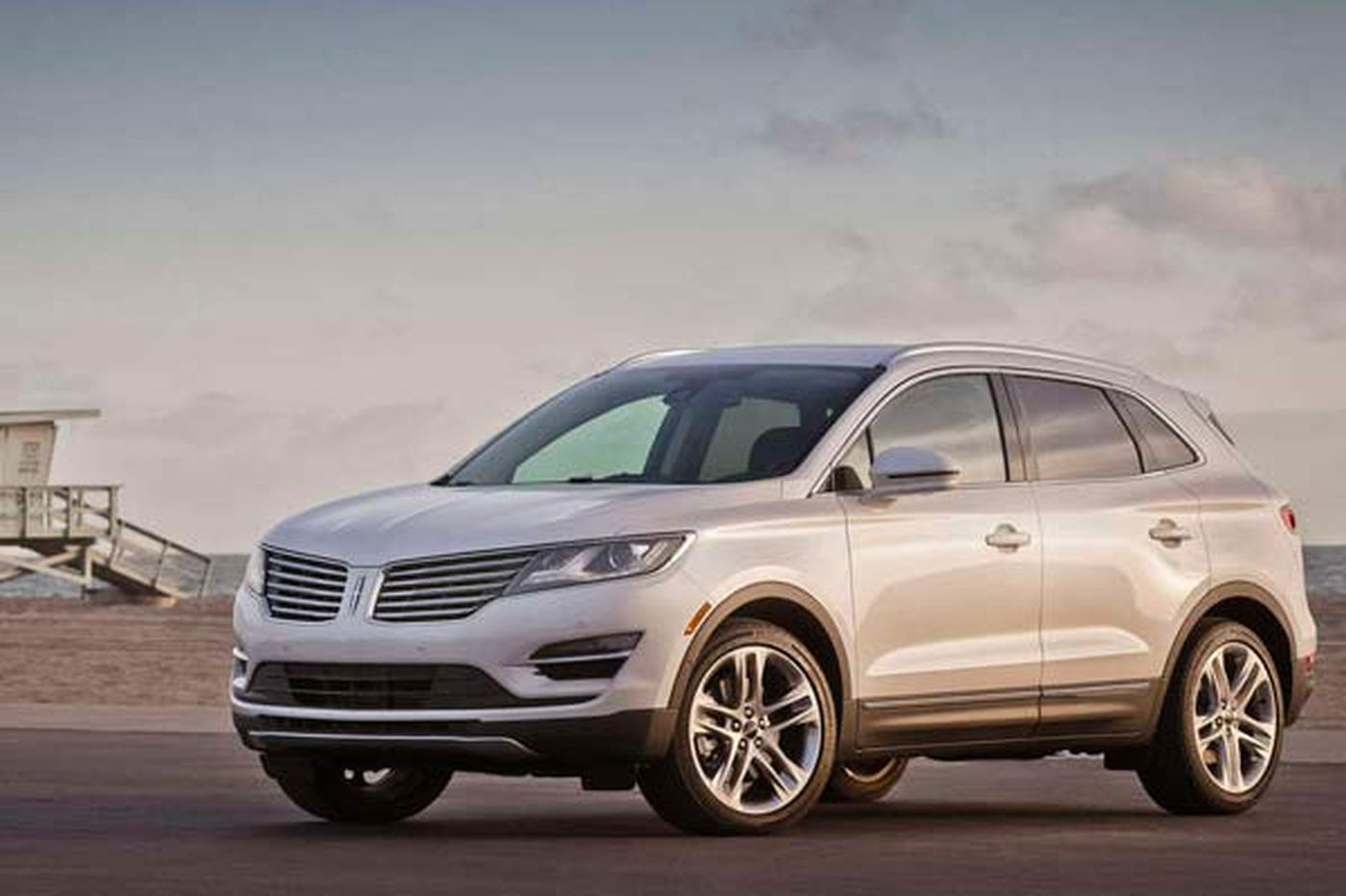 Lincoln luxury crossover scores