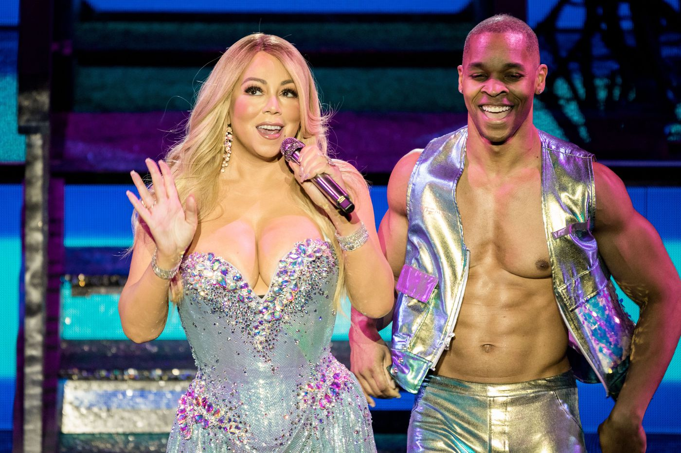 Mariah Carey pulls the ultimate diva move at her concert at the Met: proclaiming she's not a diva