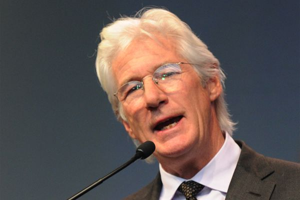 Richard Gere helps accept Liberty Medal for the Dalai Lama