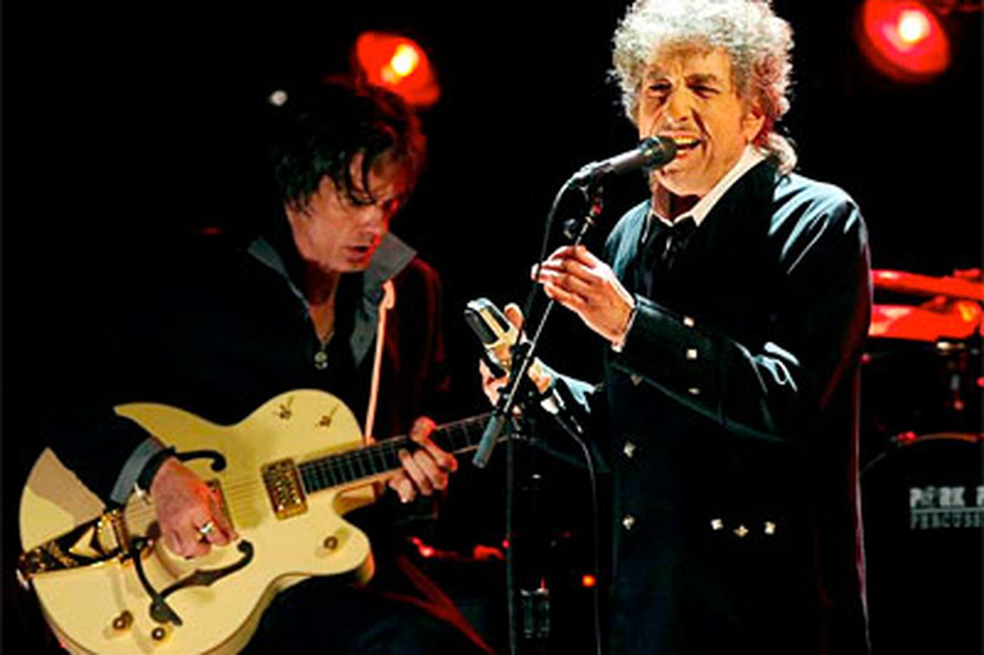 Ragged, jagged Dylan brings it home at Wells Fargo Center