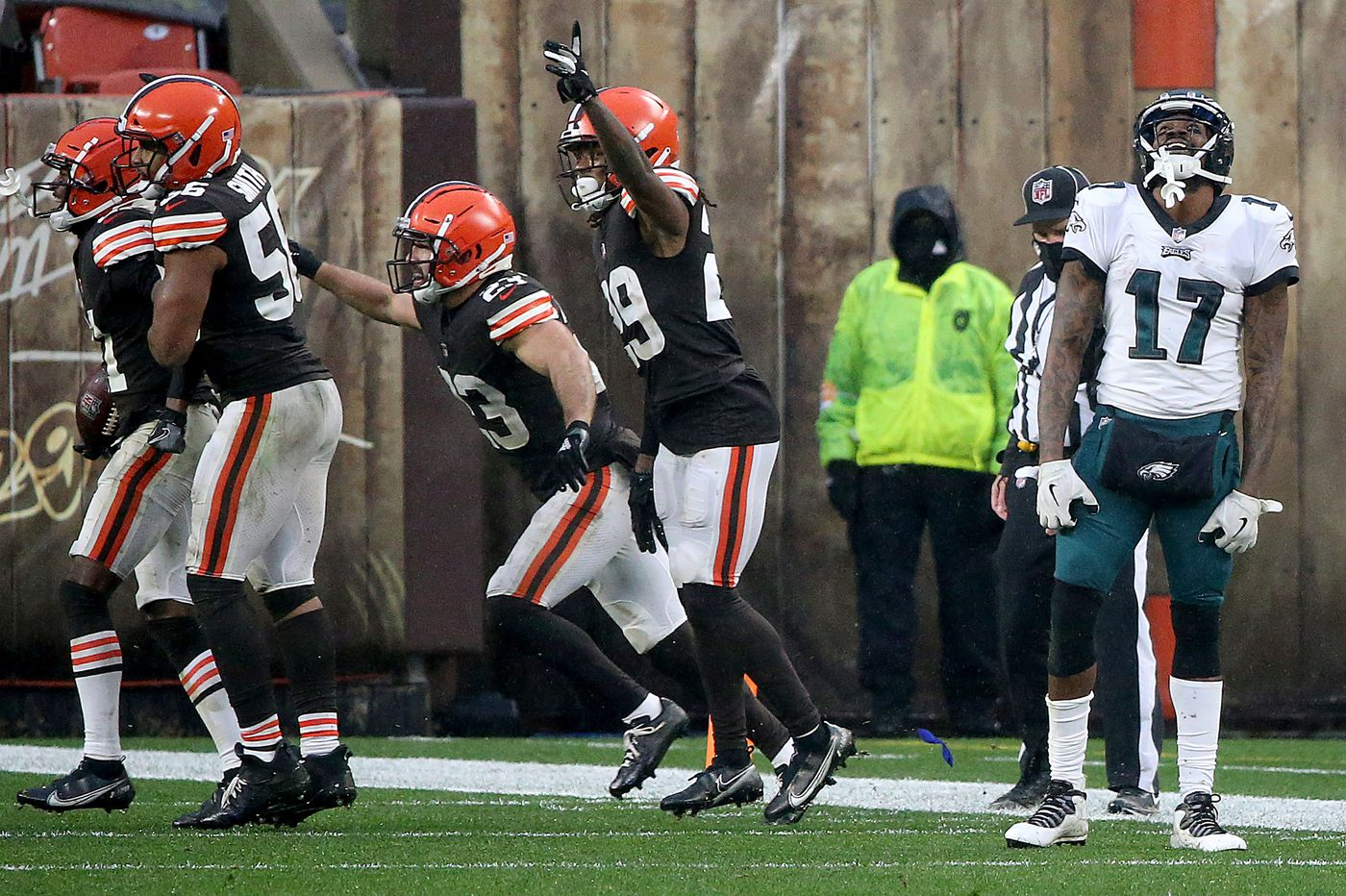Carson Wentz, Jason Peters, and other ugly observations from the Eagles' 22-17 loss to the Browns | Mike Sielski
