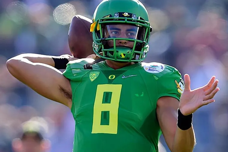 Oregon Ducks quarterback Marcus Mariota (8) warms up before the 2015 Rose Bowl college football game against the Florida State Seminoles at Rose Bowl. (Gary Vasquez/USA Today)