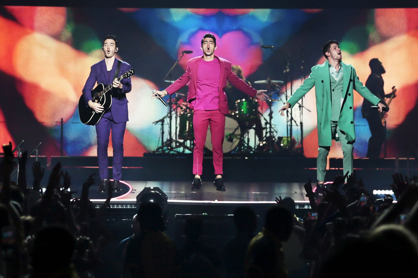 Jonas Brothers and Backstreet Boys — two generations of boy bands — play back-to-back in Philly