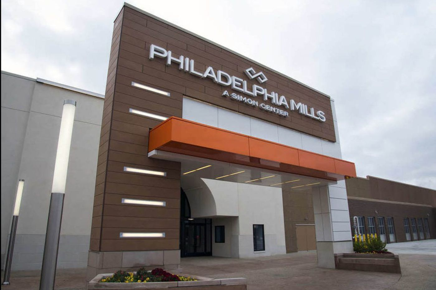 Thieves steal $30k worth of jewelry at Philadelphia Mills mall