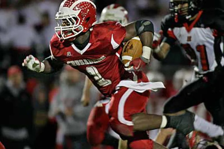 Delsea's Austin Medley takes off and gets big yardage before being tackled in the 2nd quarter.  ( Elizabeth Robertson / Staff Photographer )