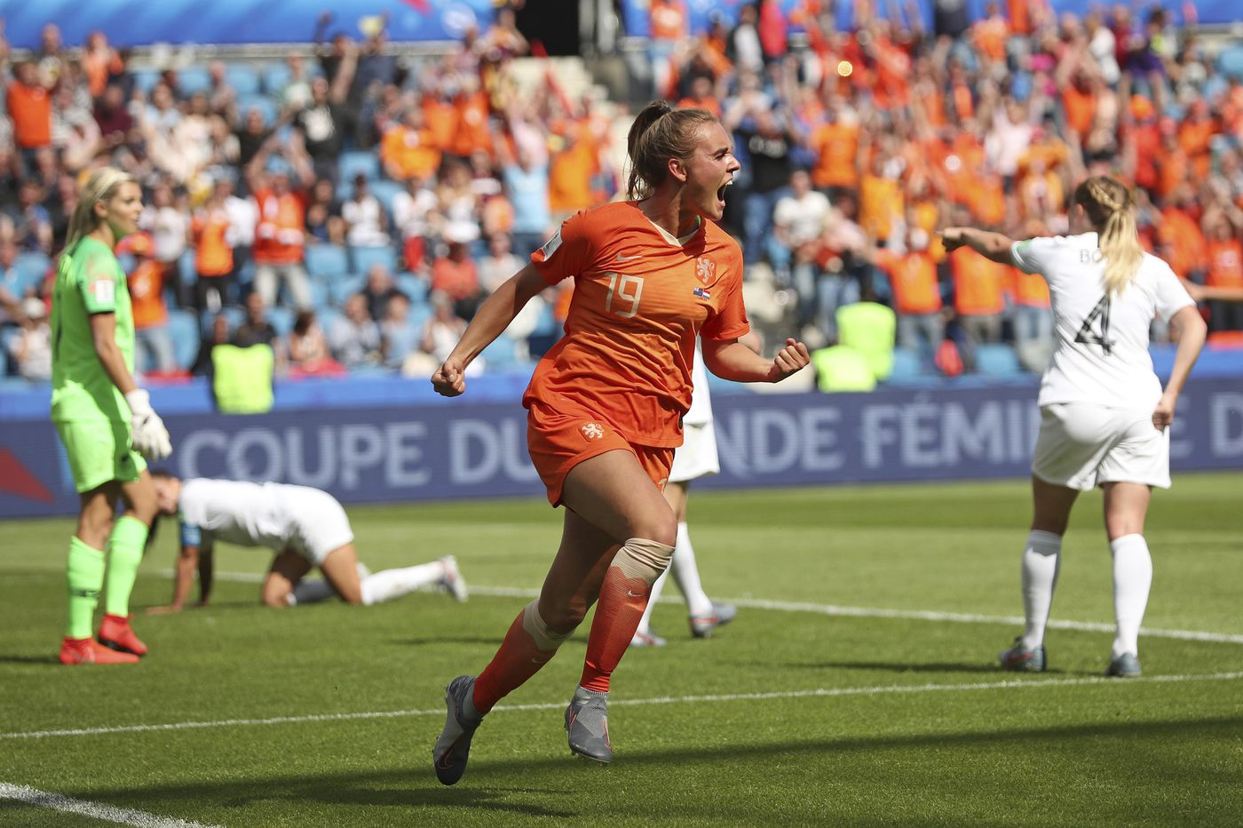 Netherlands edges New Zealand 1-0 at Women's World Cup on stoppage time goal