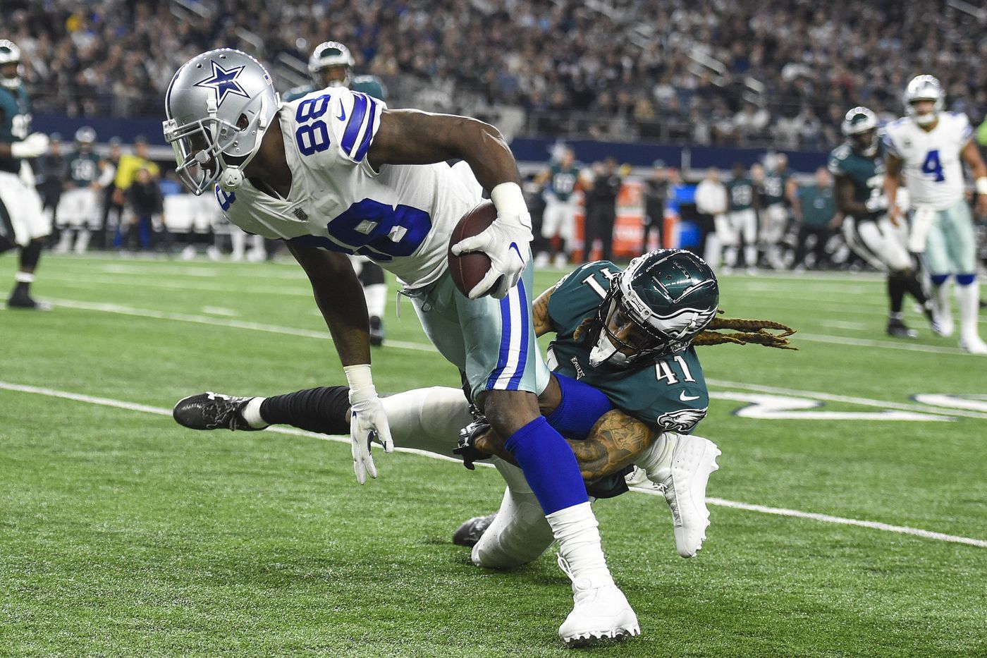 Cowboys, Eagles mix it up, scuffle during pre-game warmups