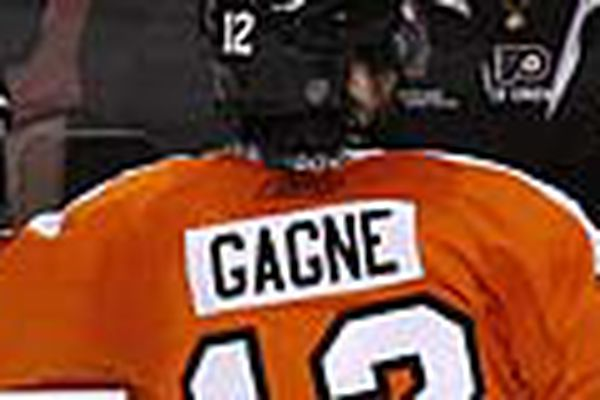 Flyers' Gagne welcomes new baby, has successful hip surgery