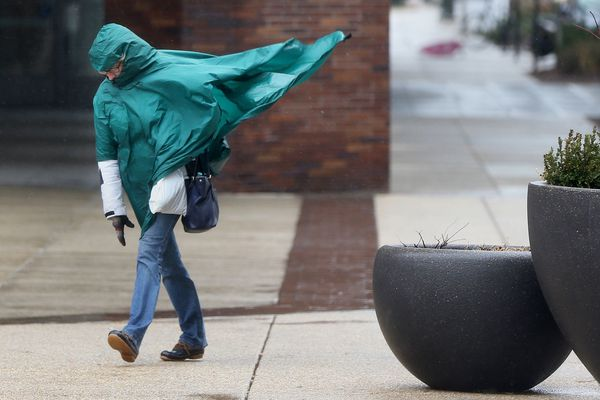 'Bomb' fallout: Expect gusts up 50 mph gusts throughout Thursday in Philly, higher at Shore