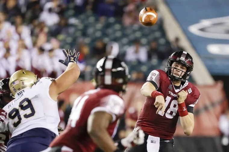 Temple quarterback Frank Nutile (18) throws to tight end Kenny Yeboah during the fourth quarter against Navy on Thursday, Nov. 2, 2017, at Lincoln Financial Field in Philadelphia. (Yong Kim/Philadelphia Daily News/TNS)