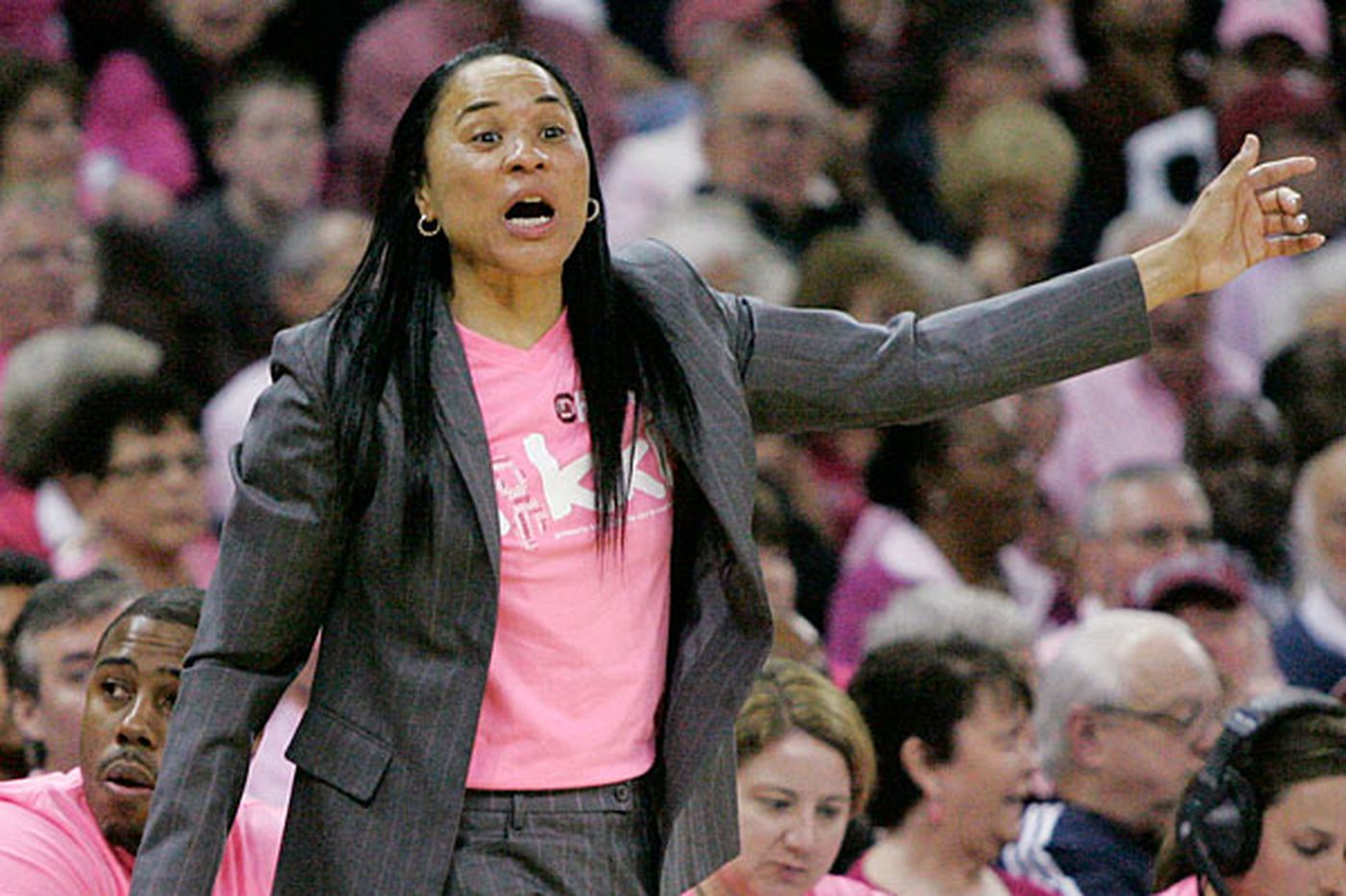 Dawn Staley uses Twitter to connect with fans