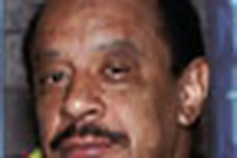 """FILE - In this Aug. 11, 1986 file photo, actor Sherman Hemsley poses for a photo in Los Angeles. The manager for Hemsley says the late star of the television sitcom """"The Jeffersons"""" refused treatment for lung cancer in the weeks before he died of what a coroner says were complications from the disease. (AP photo/Nick Ut, File)"""