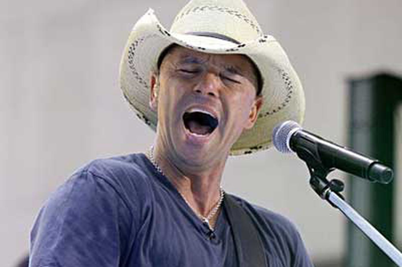 Kenny Chesney delivers feel-good summer show