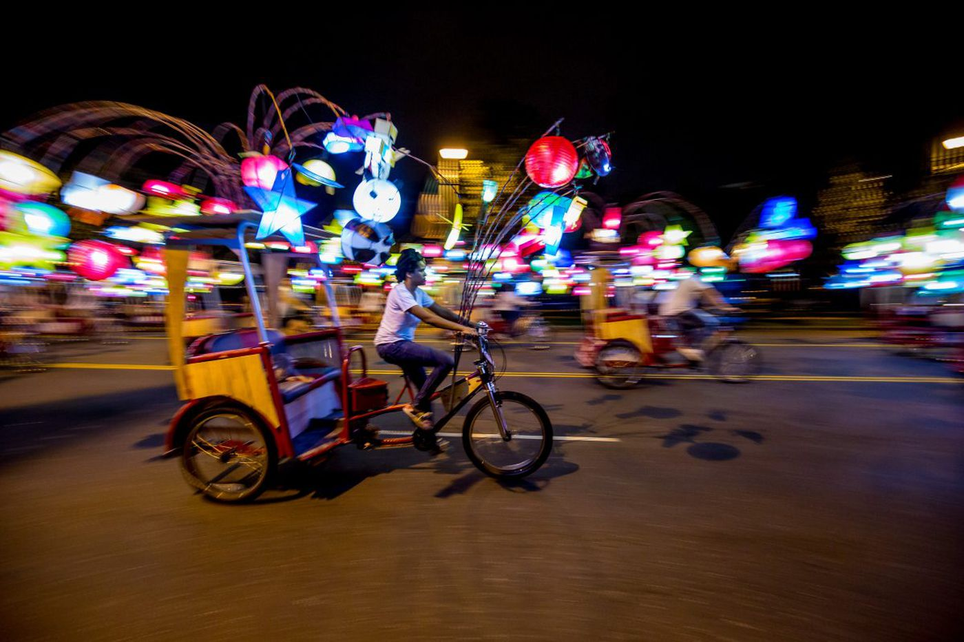 How to ride those illuminated pedicabs along the Parkway
