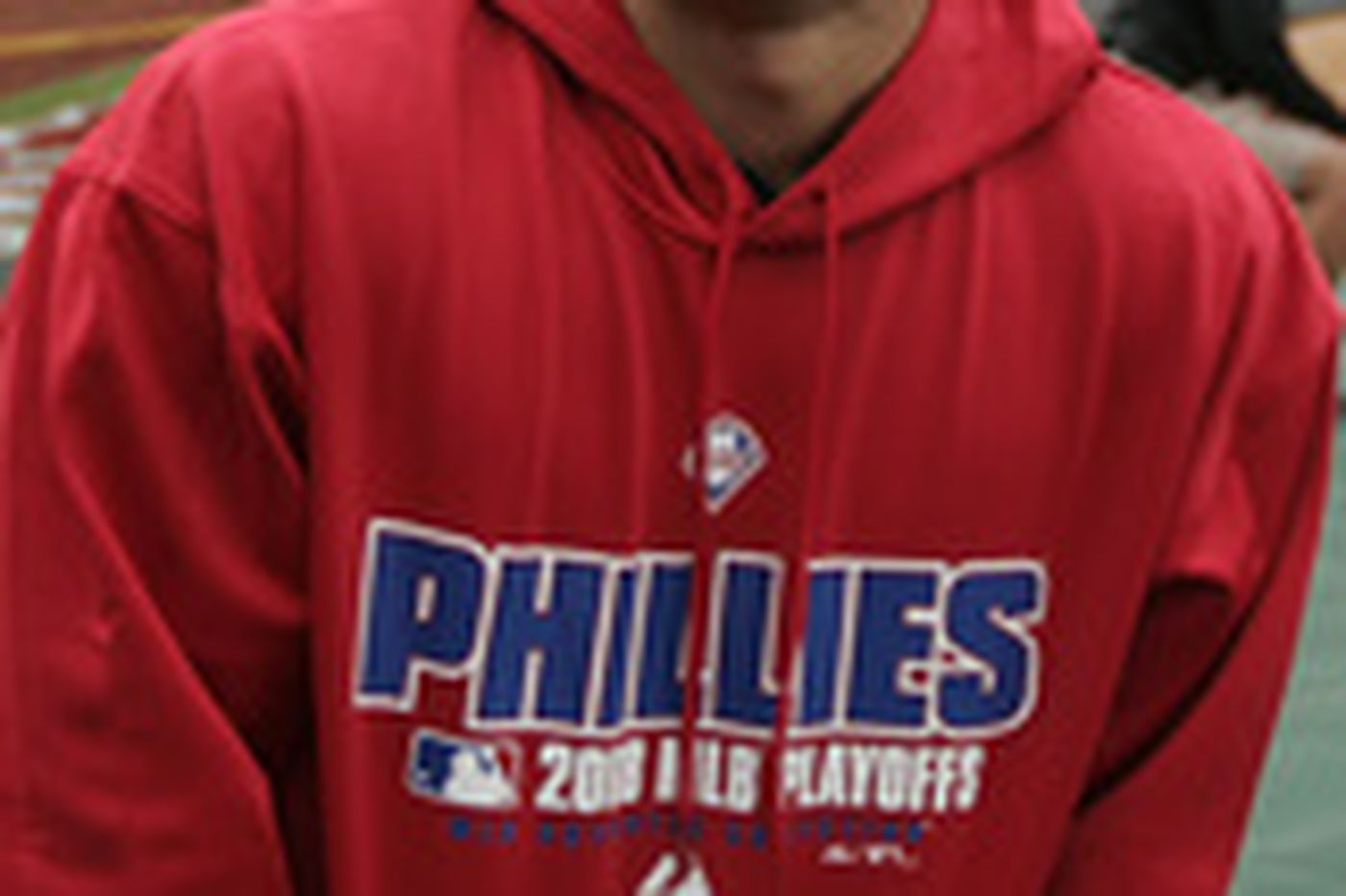 Exhausted Victorino greets power-shopping Phillies fans