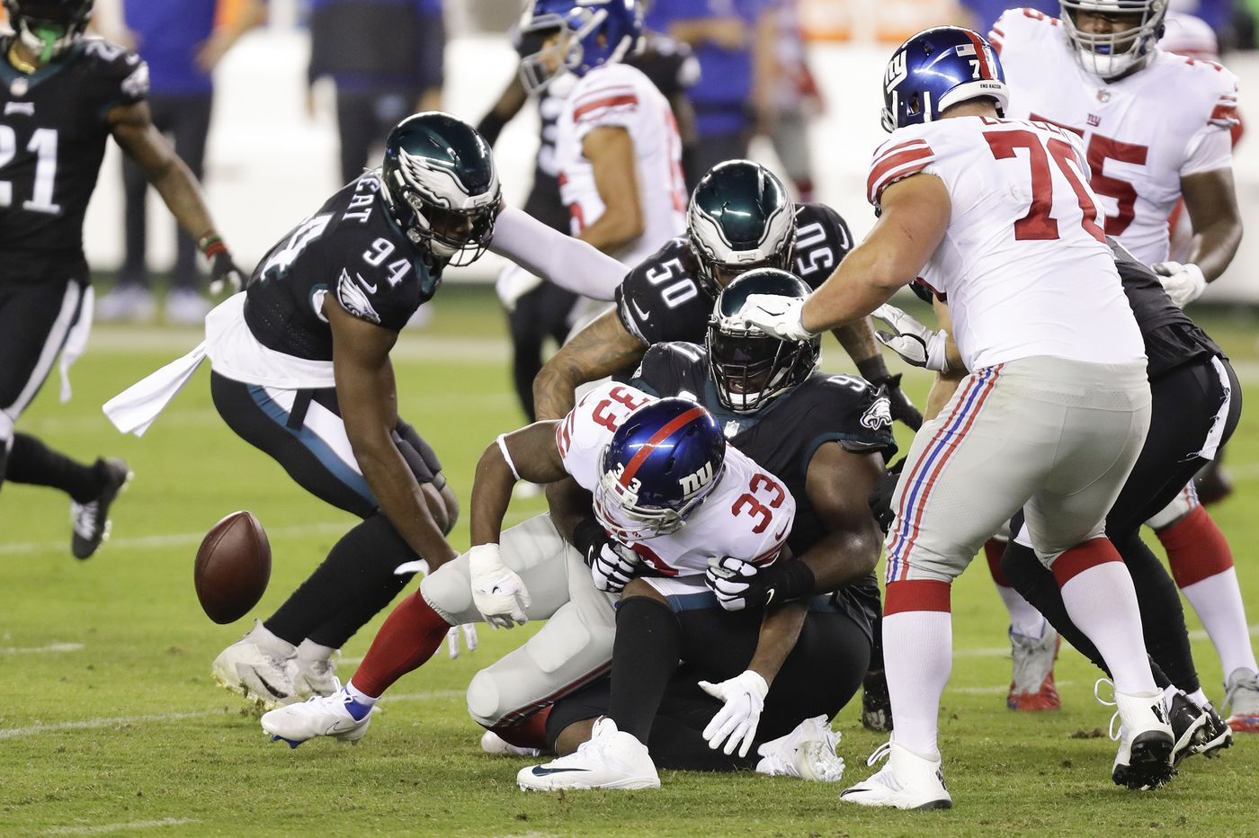 Eagles defense stepped up, bought Carson Wentz time against the Giants