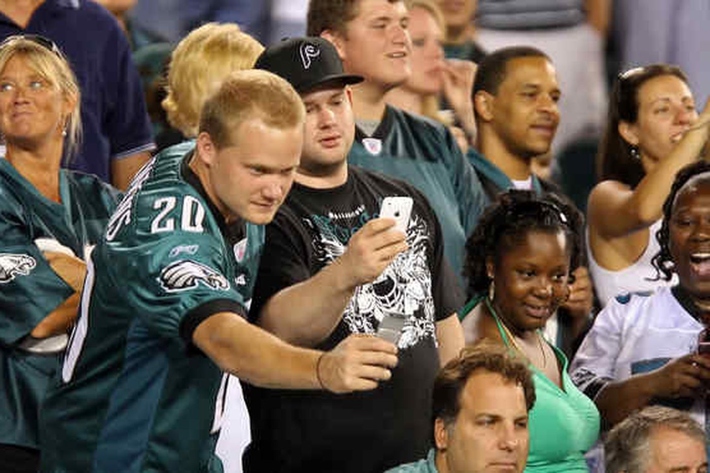 Clash of protesters over Vick debut? Not rally