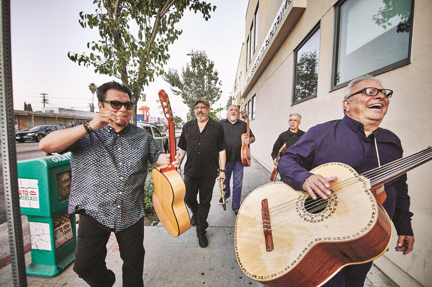 'Llegó Navidad': Christmas is near, and Los Lobos is coming to town