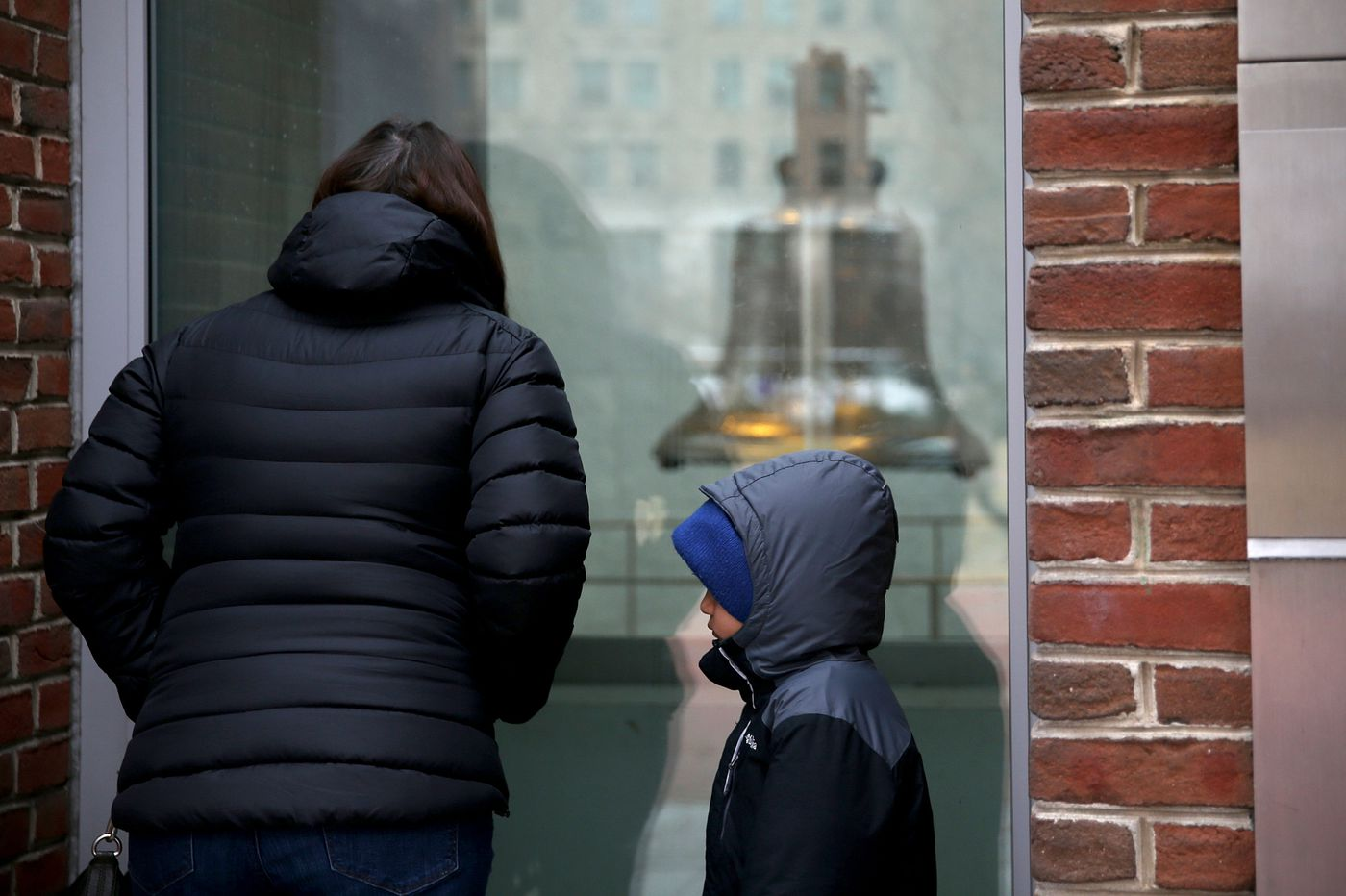 Tourists turned away at Liberty Bell, Independence Hall amid government shutdown