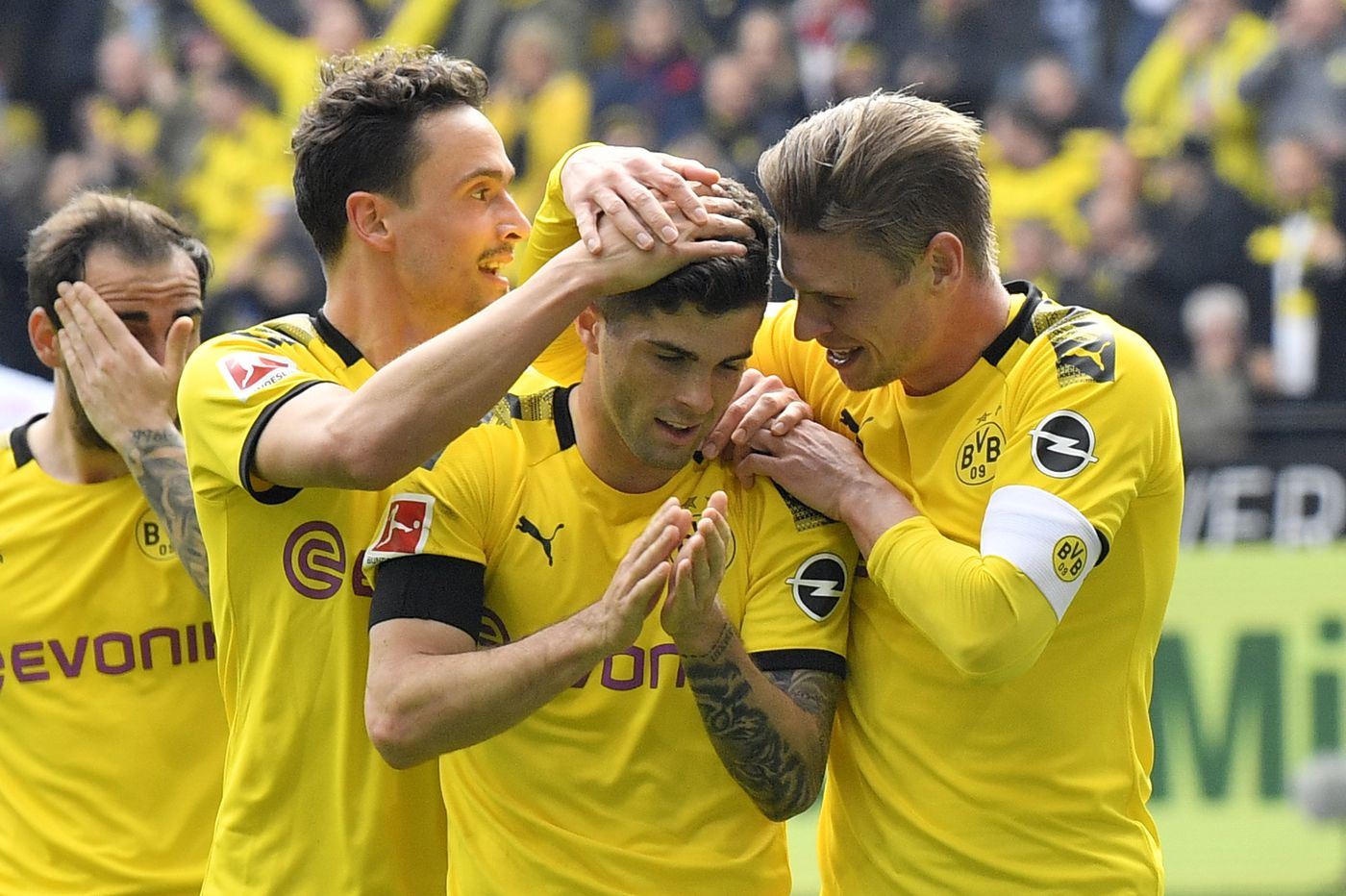Christian Pulisic scores in tearful home farewell to Borussia Dortmund fans