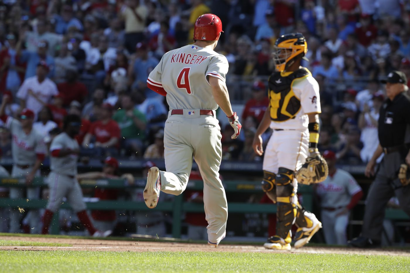 Phillies use late rally to beat Pirates for sixth-straight win