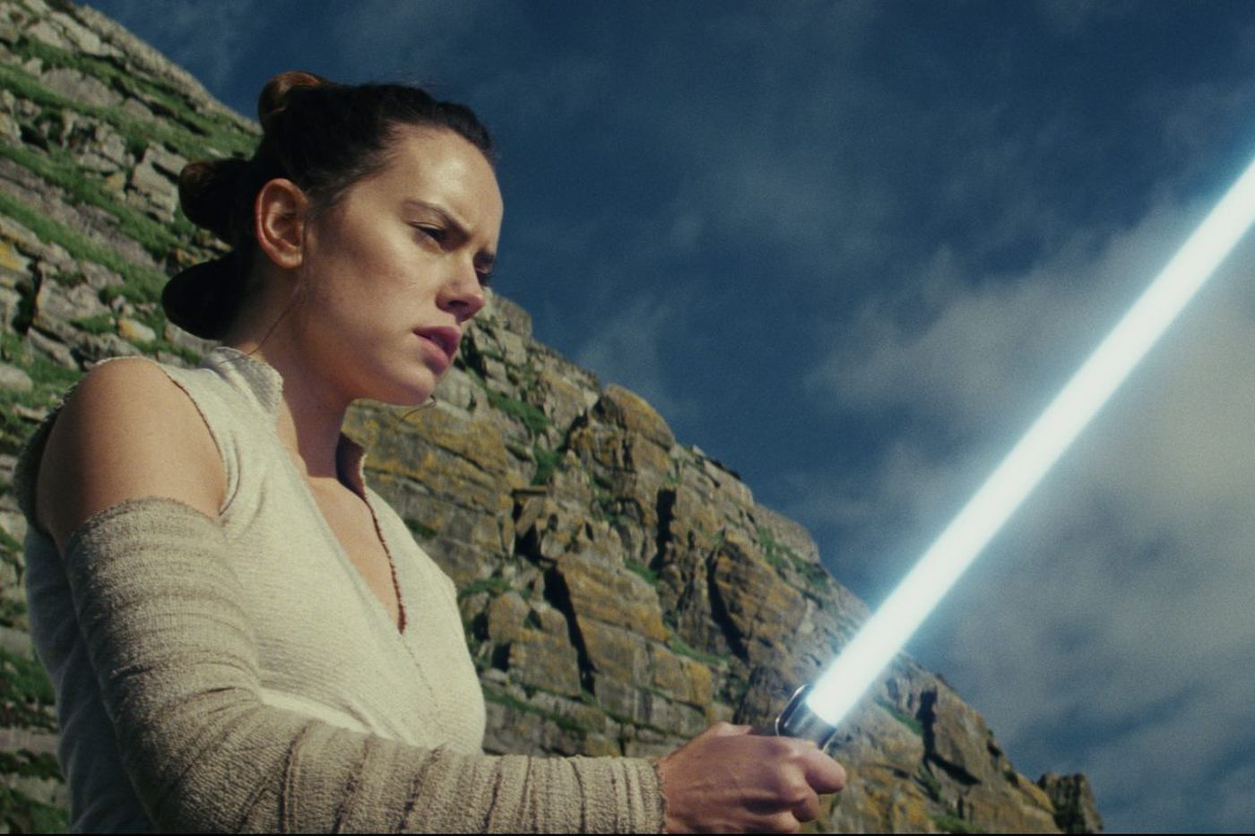 'The Last Jedi' review: Carrie Fisher, Daisy Ridley run things in the new 'Star Wars'