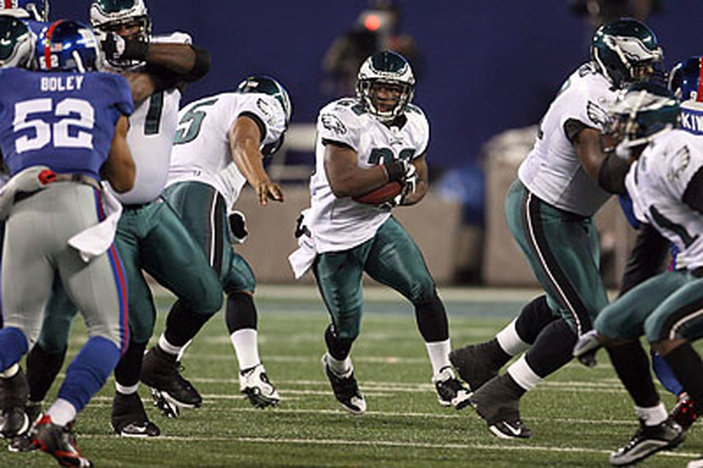 Paul Domowitch: Eagles' offensive line overcomes adversity