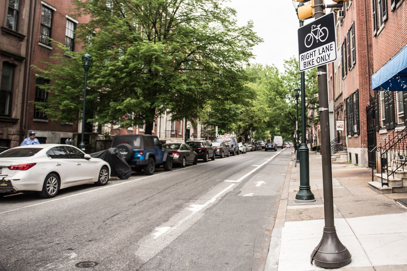 Safest bicycle lanes are those with physical barriers