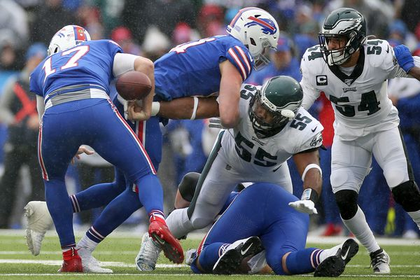 Brandon Graham and Eagles defense tune out distractions in win over Bills