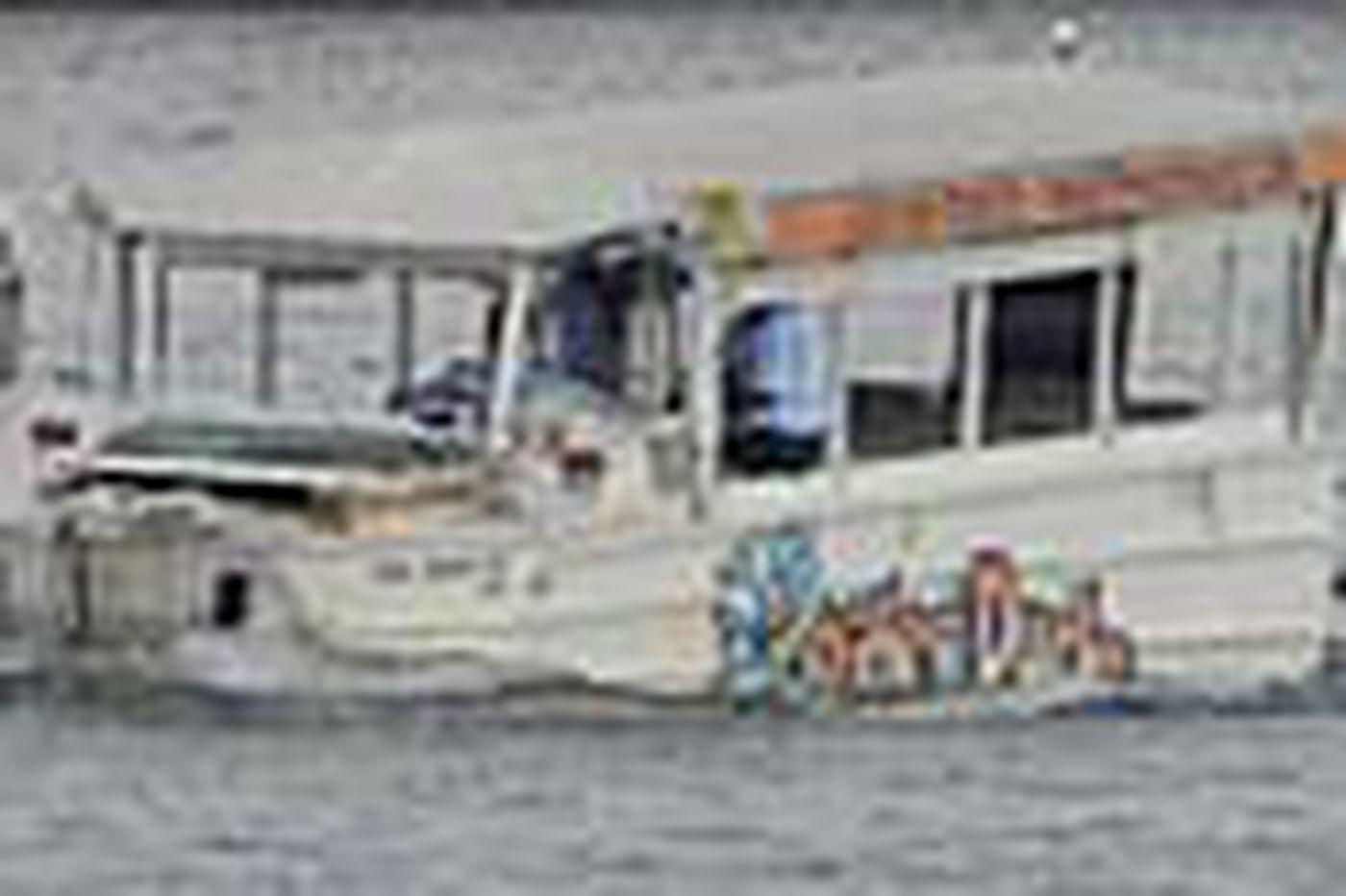 Duck boat crash report cites tug's lack of response to distress calls