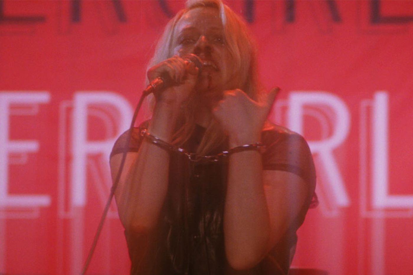Elisabeth Moss is a disintegrating rocker in 'Her Smell' by Bryn Mawr's Alex Ross Perry   Movie review