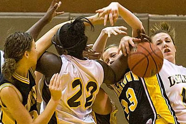 A tangle of arms as players try to control a Mooresotwn rebound in the first quarter. ( David M Warren / Staff Photographer )