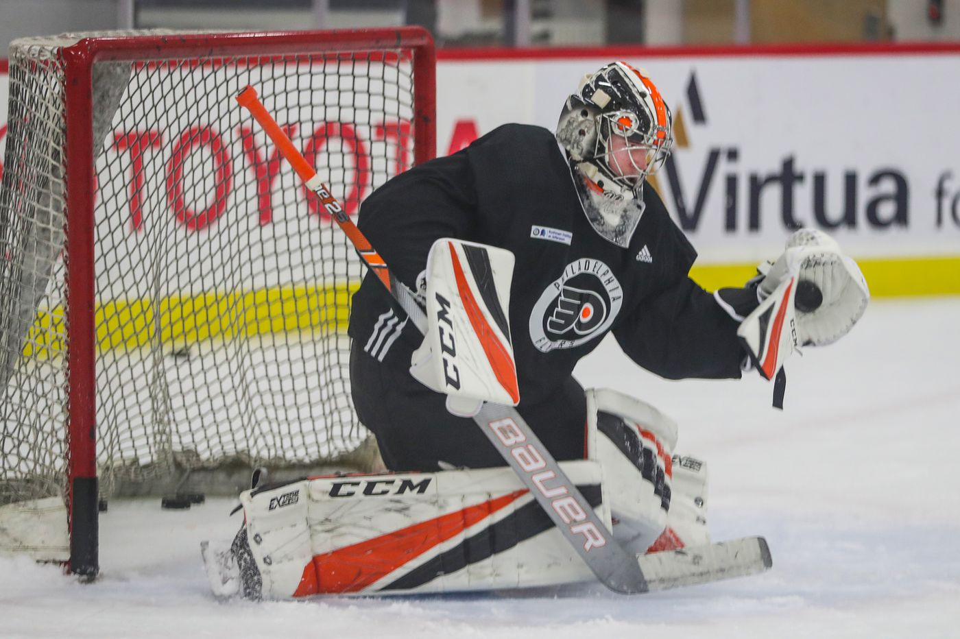 Flyers prospect Carter Hart registers his first pro shutout, leads Phantoms past Hershey, 1-0