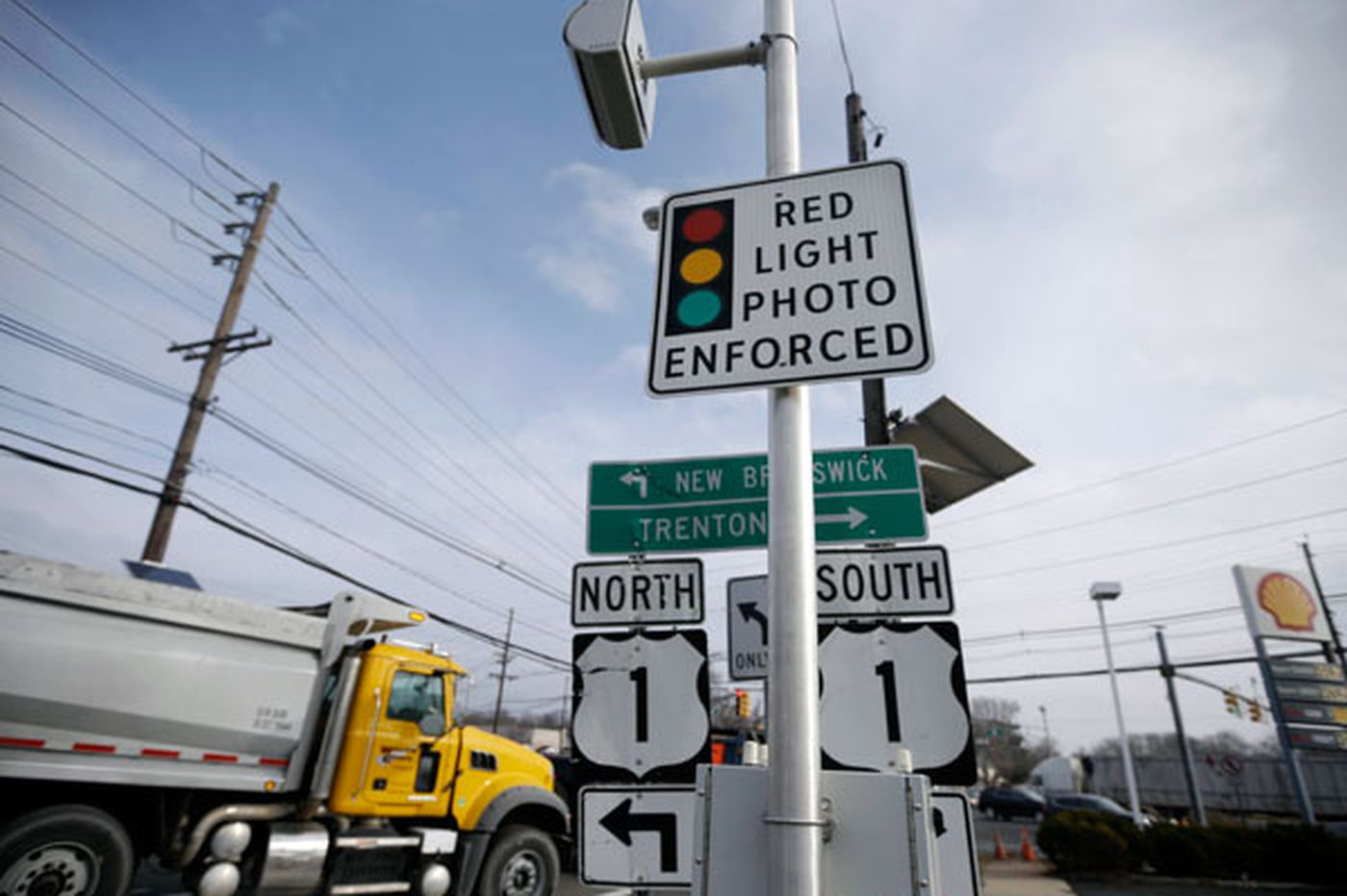 Not enough evidence to evaluate red-light cameras
