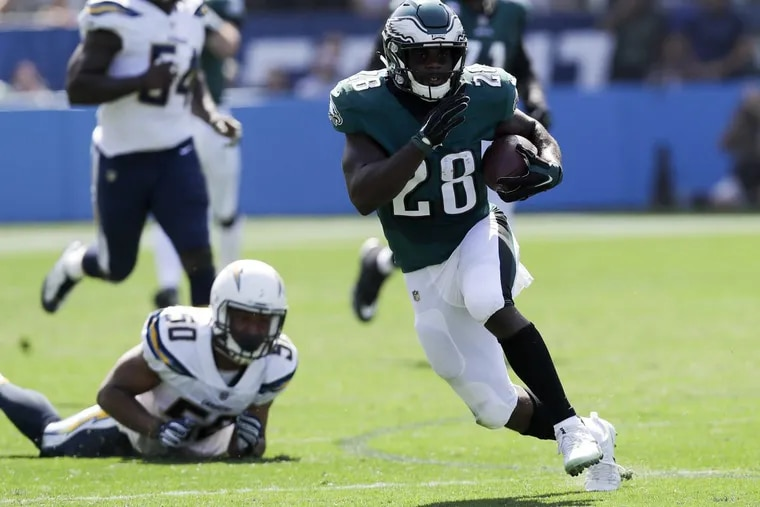 Eagles running back Wendell Smallwood runs with the football against the Los Angeles Chargers on Sunday, October 1, 2017 in Carson, CA. YONG KIM / Staff Photographer