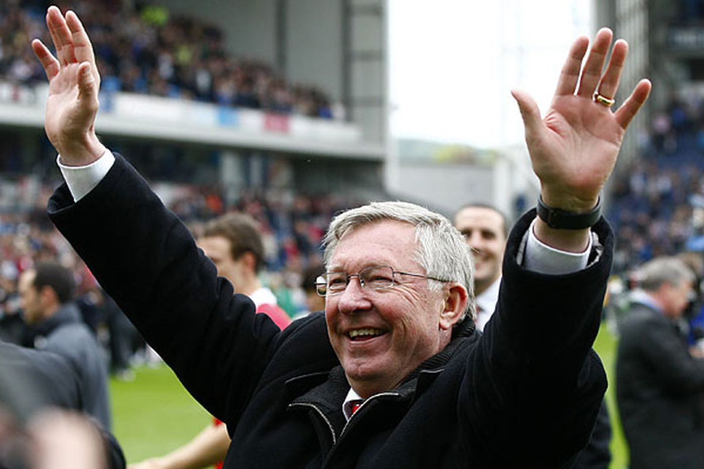 Sports in Brief: Manchester United manager Alex Ferguson to retire