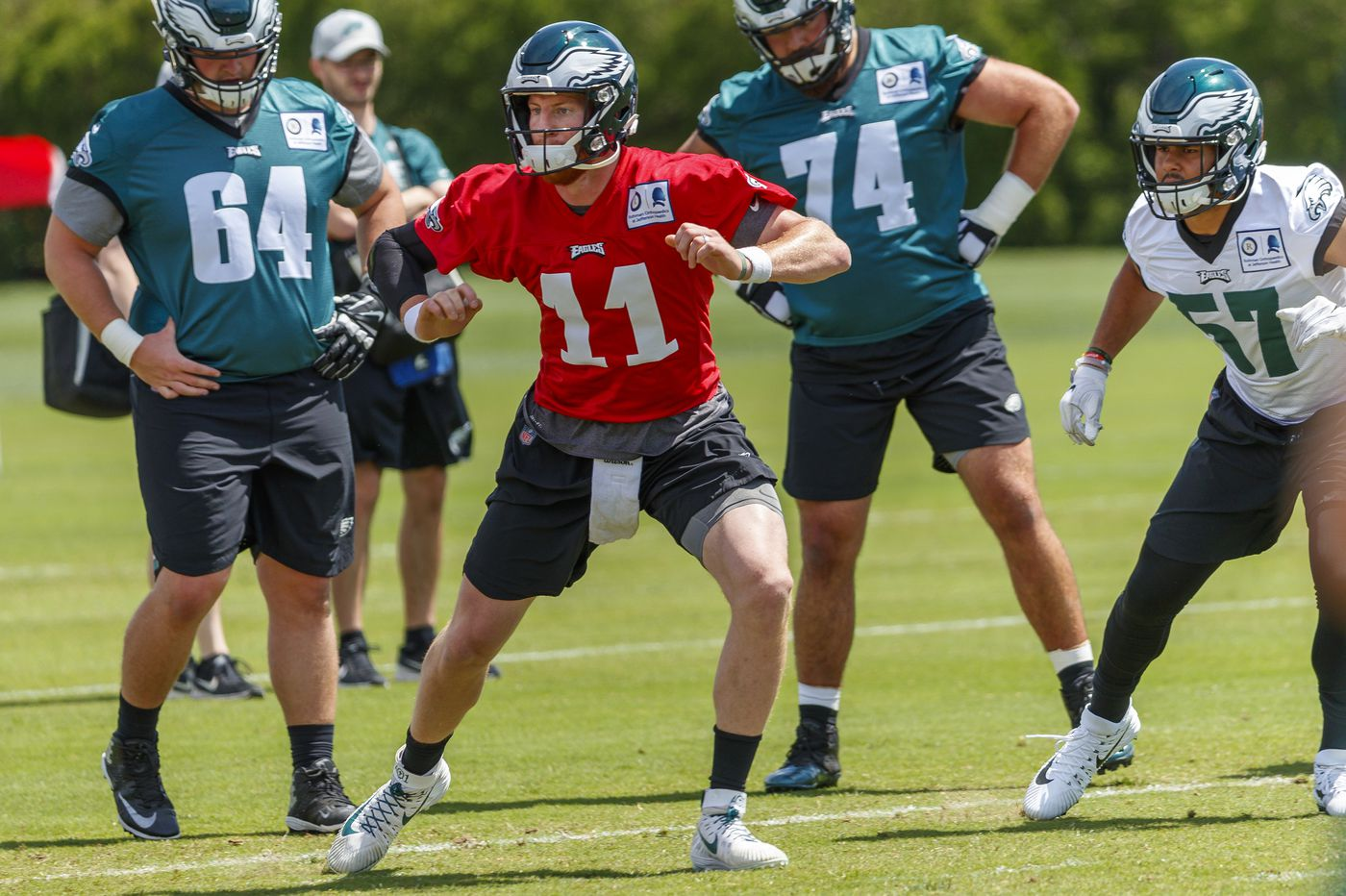 Carson Wentz back at practice for Eagles without a knee brace or restrictions