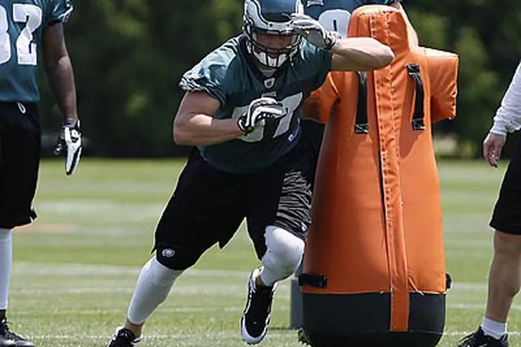 Brent Celek says a shoulder injury caused his blocking to suffer last year. (David Maialetti / Staff file photo)
