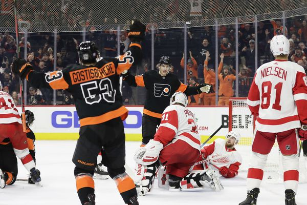 Surging Flyers pull away from Red Wings, 6-1