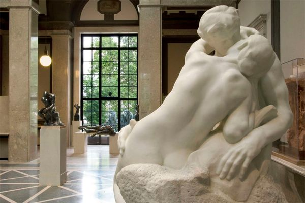 A stolen Kiss: the tale of a missing statue, an heiress, and a flea market vendor