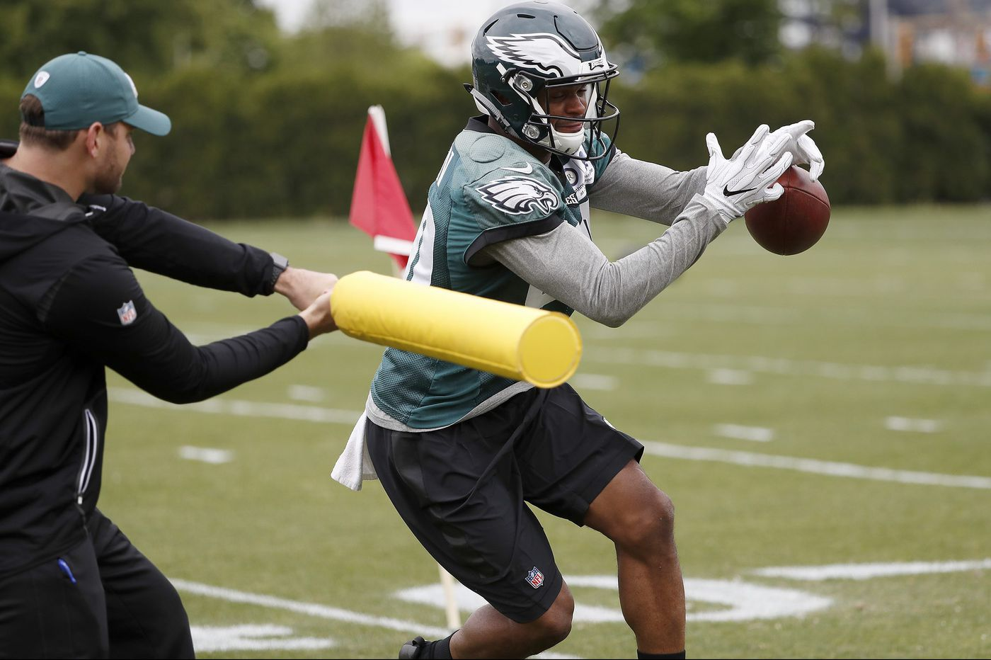 Real, live hitting at Eagles training camp ups the risk of injuries