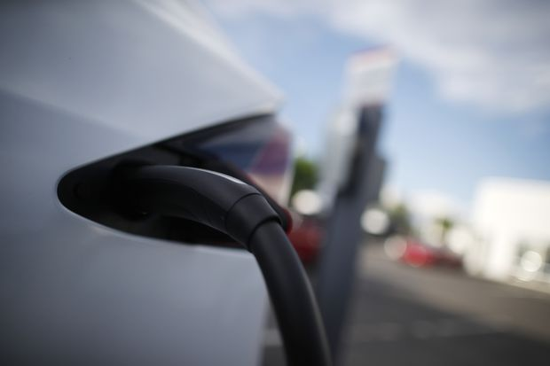 AAA: Cold weather can cut electric car range over 40 percent