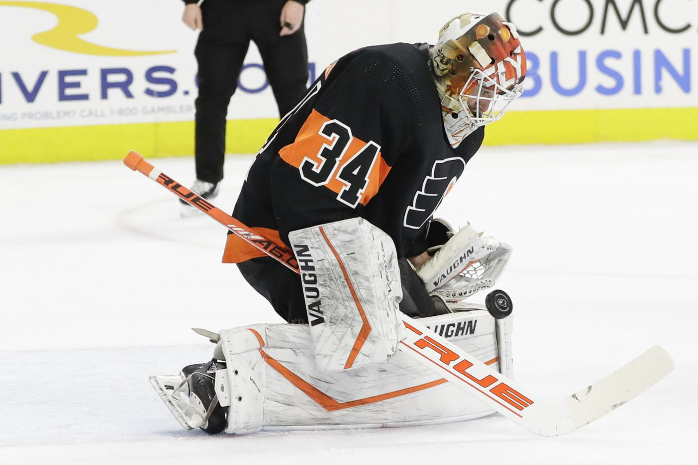 Flyers sign goalie Alex Lyon to a one-year deal
