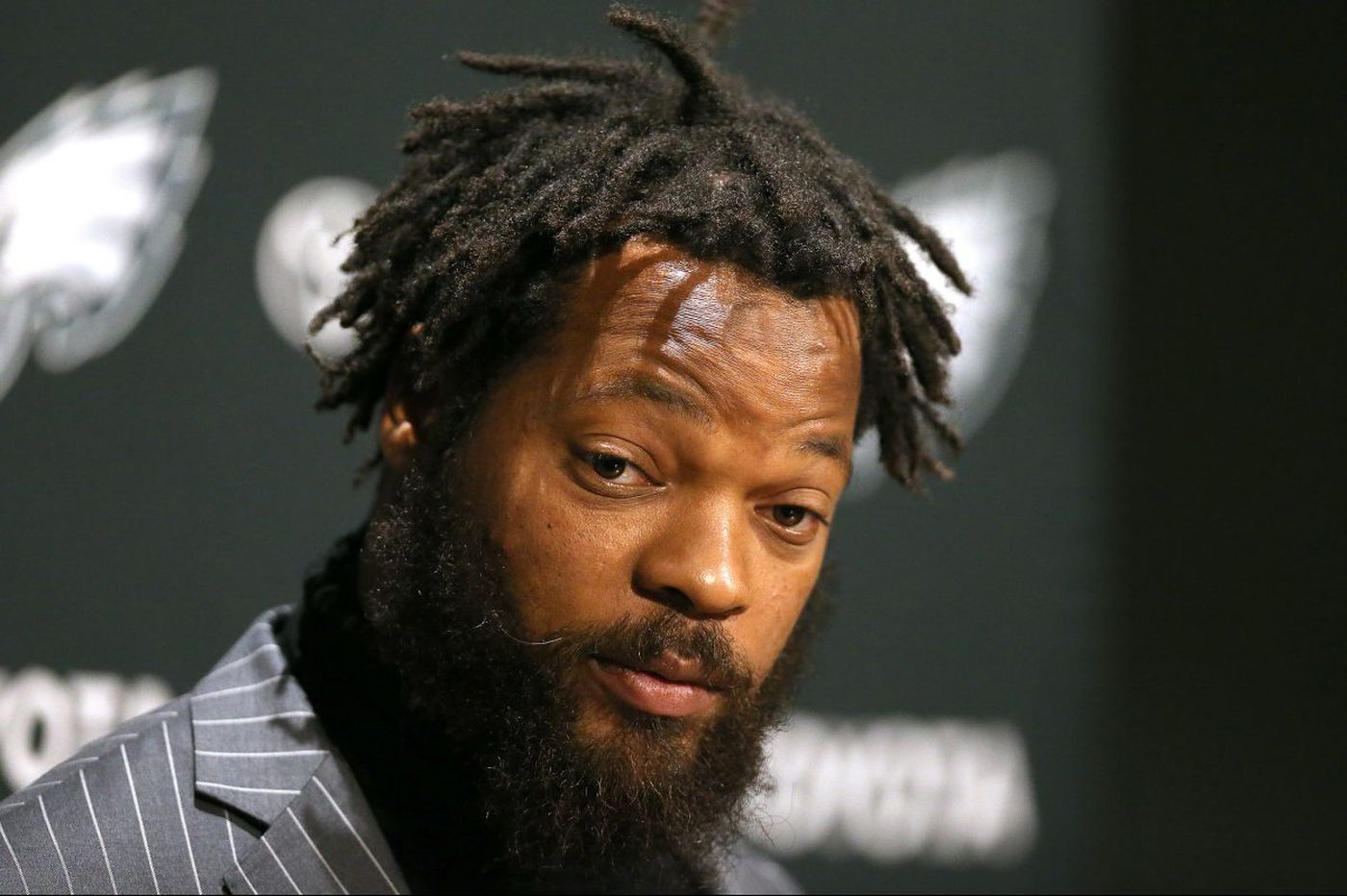 Eagles' Michael Bennett indicted for allegedly injuring elderly paraplegic at Super Bowl LI
