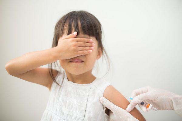 Does it make sense to delay children's vaccines?